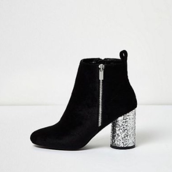 d0d5cbc77cf Faux fur black boots with silver glitter heels